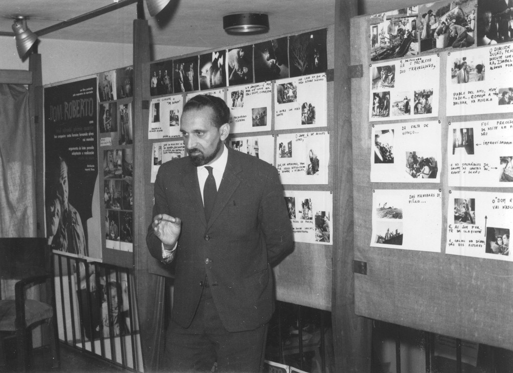 Ernesto de Sousa promoting Dom Roberto, c. 1962. In the back, the poster and scenes from the film.