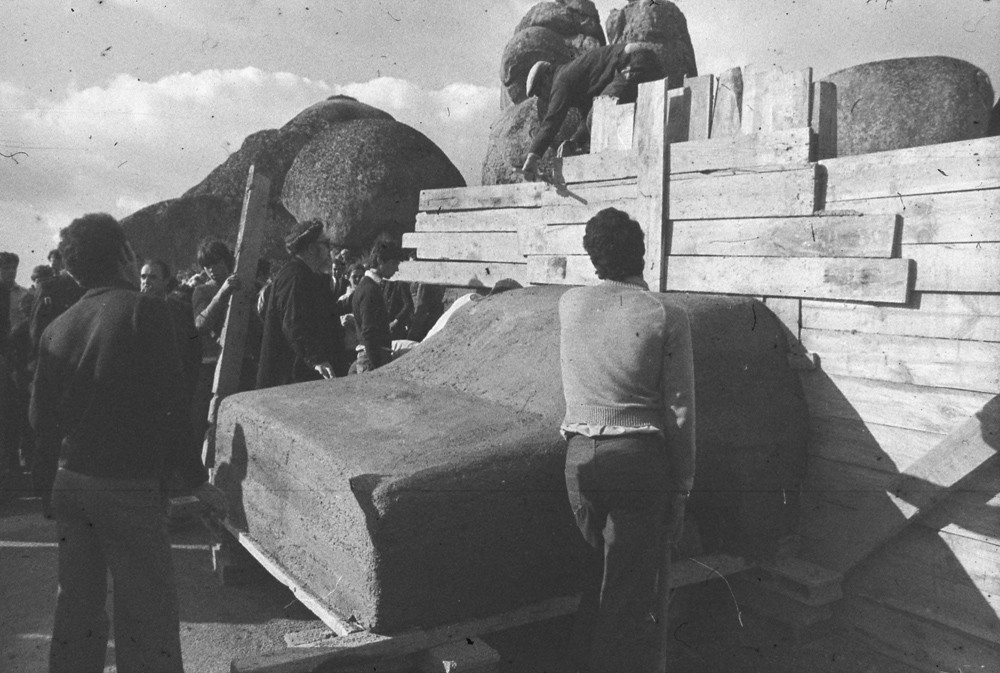 "Inauguration of Vostell's sculpture ""V.O.A.E.X."", 1976."