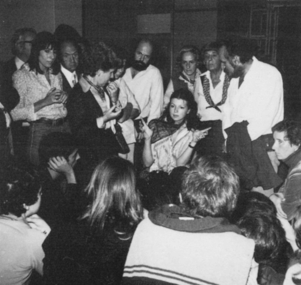 Ulrike Rosenbach talks to the public after the performance at Galeria Quadrum, 1978.