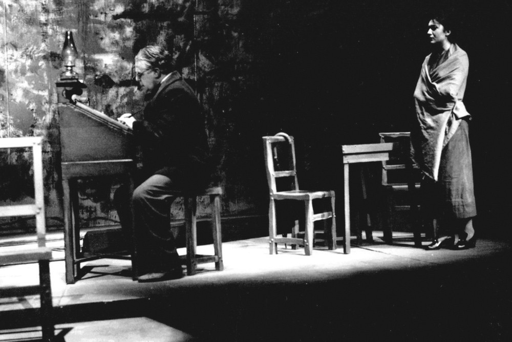 """O Gebo e a Sombra"" at TEP (on stage, David Silva and Alda Rodrigues), 1965."
