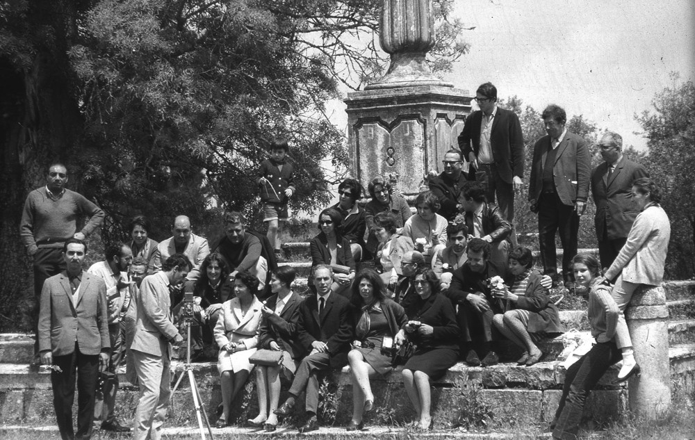 Students and teachers of the Artistic Training Course (CFA), on in a study visit to Coimbra, c. 1968